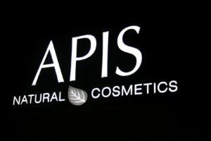 Reklama świetlna – Litery i logo 3D podświetlane LED: Apis Natural Cosmetics