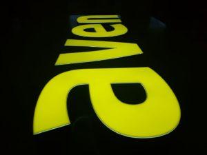 Reklama świetlna – Litery i logo 3D podświetlane LED: Aven