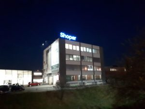 Reklama świetlna – Litery i logo 3D podświetlane LED: Shoper
